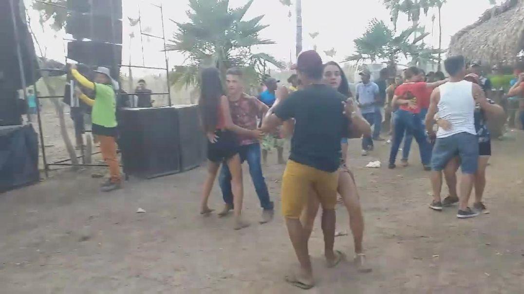 BANDA JSHOW FAZENDO A FESTA NO INTERIOR BATALHA-PI.mp4